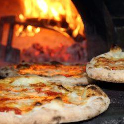 Fotbollsstjärna gjorde 450 grader – driver pizzeria